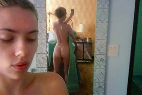 scarlett-johansson-nude-on-mirror-selfie