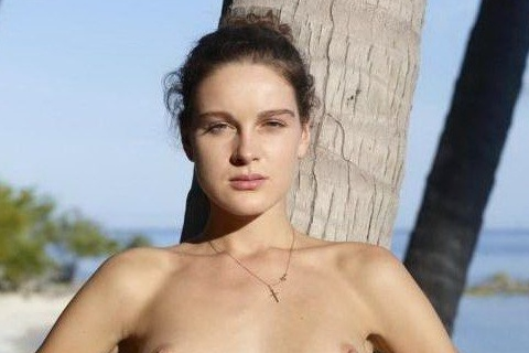 girl-nudist-readhead-beach-tree