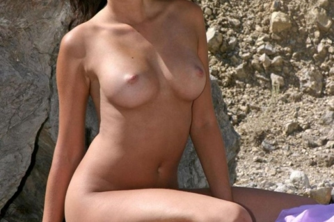 nude-brunette-big-boobs-tanlines-outdoor-nature